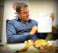 مصطفی مرشدی، شاگرد اول کلاس اخبار رسمی در فصل پاییز و مدرسه